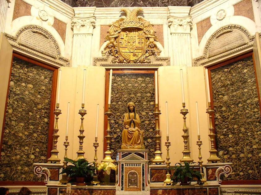 Capela com as relíquias dos 813 mártires na igreja de Santa Caterina a Formiello, Otranto