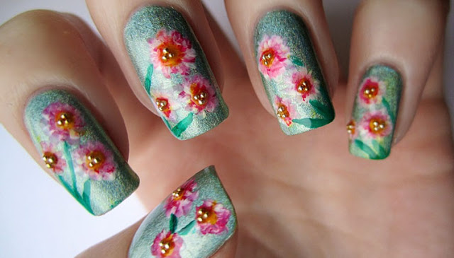 Flowery Pattern Nails