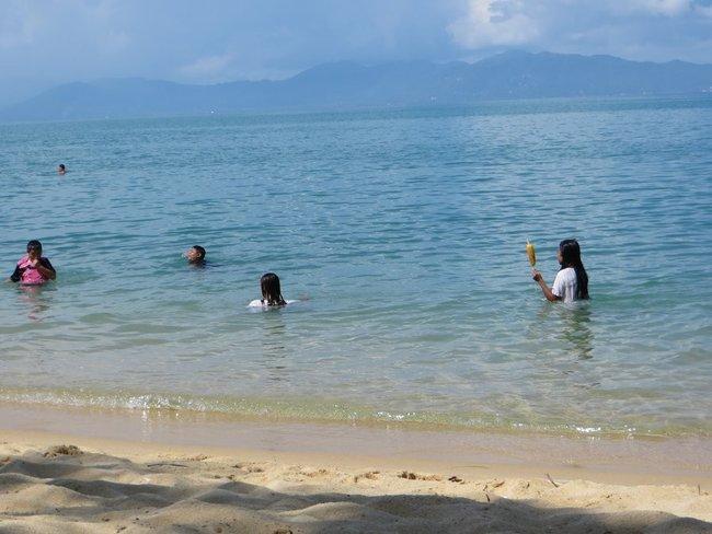 тайские ребятня в море