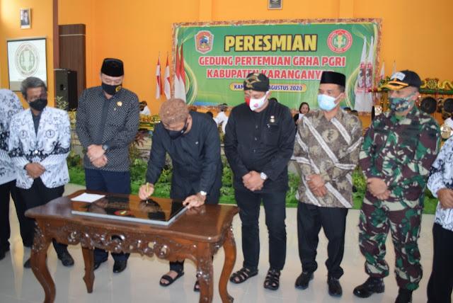 KodimKaranganyar - Juliyatmono Resmikan Gedung Pertemuan GRHA PGRI Kabupaten Karanganyar