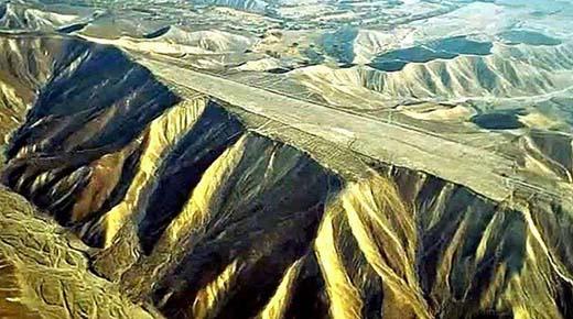Las pistas de aterrizaje de Nazca: Cimas de montañas planas que desafían la explicación