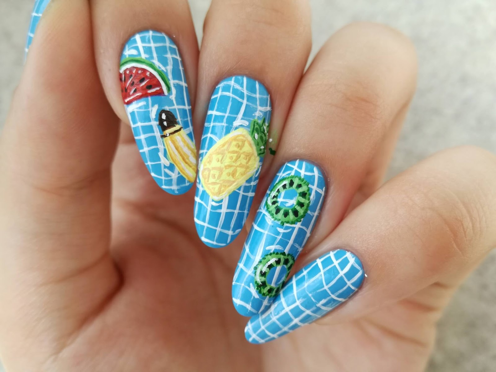owocki na paznokciach prawie gotowe
