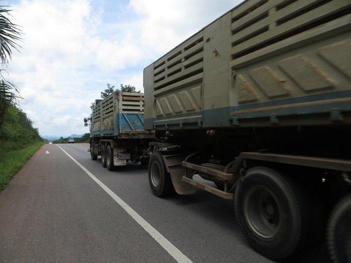 обгон грузовой машины