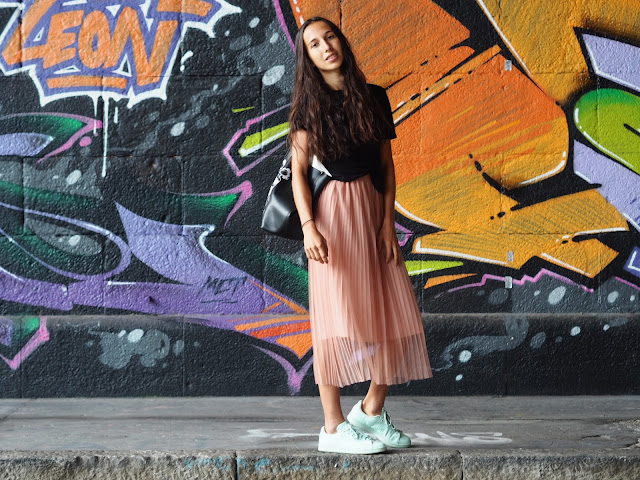 OUTFIT – PLISSEE SKIRT