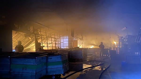 彰化紡織工廠火警濃煙竄天際 消防及時搶救無受困