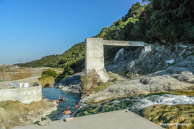 Fonte de águas termais no Desfiladeiro das Termópilas, Grécia