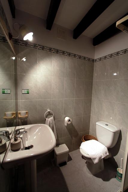 Vista del baño I de una habitación de la Posada Peña Casares