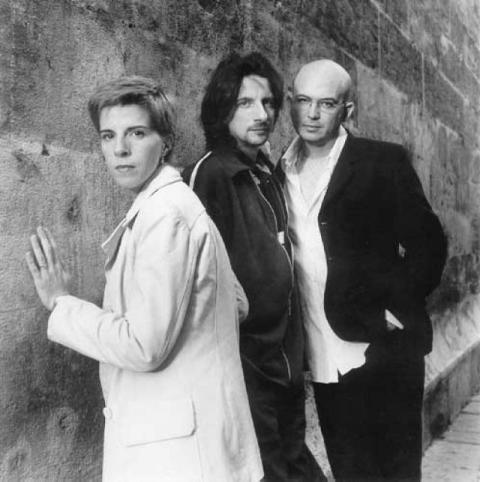 sports shoes 37e53 8e816 Grupo español de música pop formado el año 1983 en Yecla (Murcia) y  afincado en Valencia, e integrado por Juan Luis Giménez