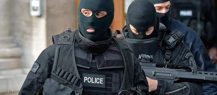 عناصر من الشرطة الفرنسية القضاء الفرنسي يصدر أحكامه على متهمي شارلي إيبدو