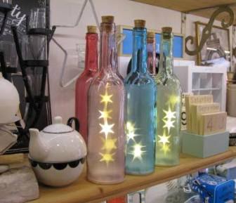 Botellas luminosas con estrellitas led. Hay distintos tamaños.
