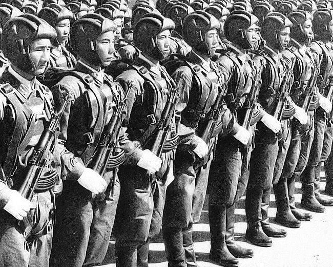Протягом декількох десятиліть китайські повітряно-десантні війська залишалися, по суті, легкою піхотою з дуже обмеженим вогневим потенціалом