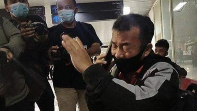 Tak Kuasa Menahan Sedih, Air Mata Pria Asal Nias Tumpah Saat Tahu Pesawat SJ 182 Jatuh