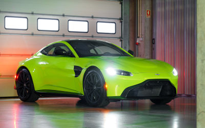 2019 Aston Martin Vantage Lime Essence Green - Fond d'Écran en Ultra HD 4k