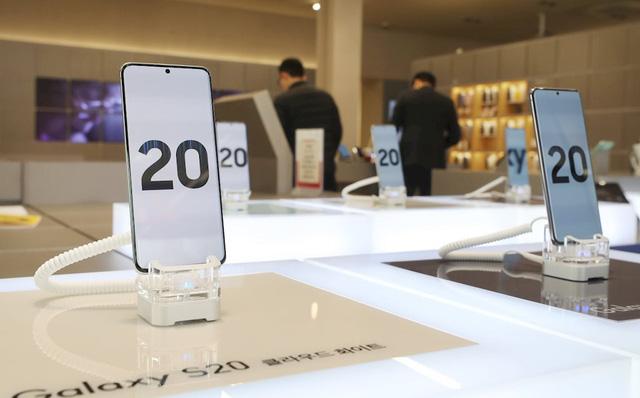 كيف كانت مبيعات سلسلة هواتف Galaxy S20 في يومها الأول؟