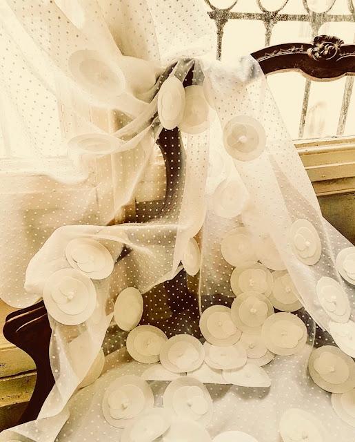 fauteuil voile de mariée camélias comestibles maison germain food design studio