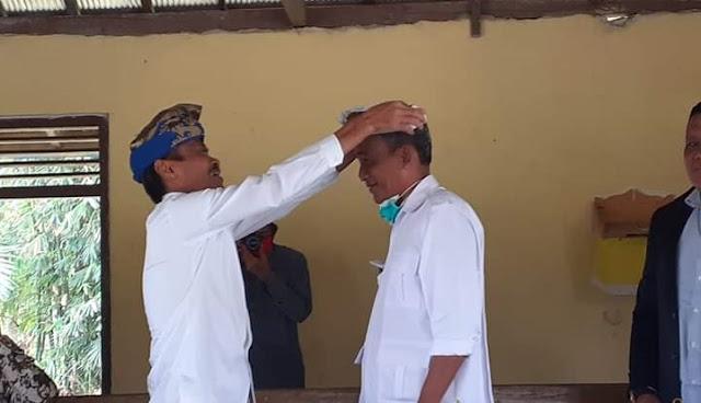 Dengan Pakai Udeng, Thahar Rum Didoakan Umat Hindu Menjadi 01 Di Luwu Utara