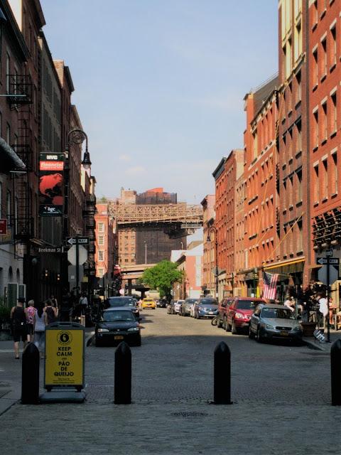 Uma-miúda-em-Nova-Iorque-armazém-de-ideias-ilimitada-fulton-market-zone-downtown