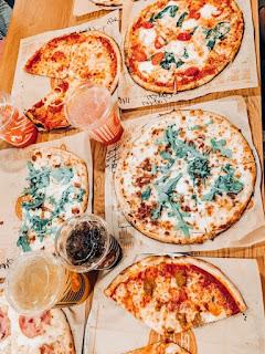 ستوريات انستا اكل بيتزا