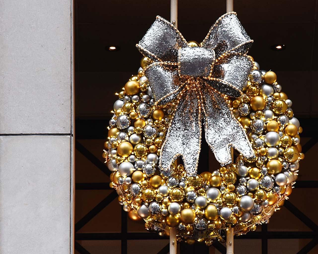 NY Tommy Hilfinger Decorations
