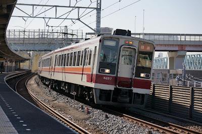 東武伊勢崎線を走る東武6050系