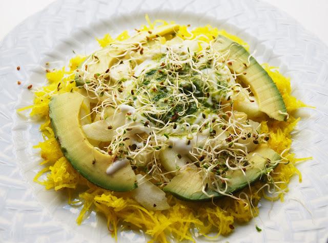 Salade de betterave, concombre, avocat et citron confit