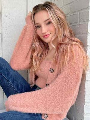 Cosette Wiki, Biography