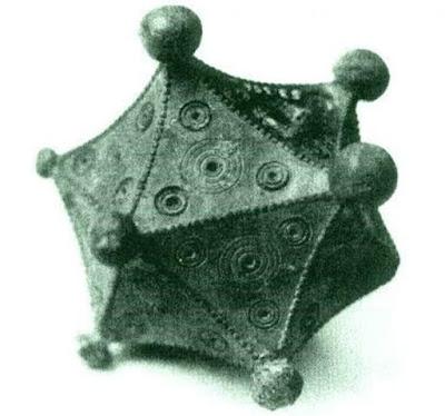 L'icosaedro romano trovato da Benno Artmann. ( georgehart.com)