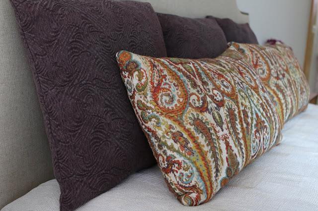 almofadas desenho e textura cama com desenho na cabeceira e tachas decoradora interiores porto perfect home interiores
