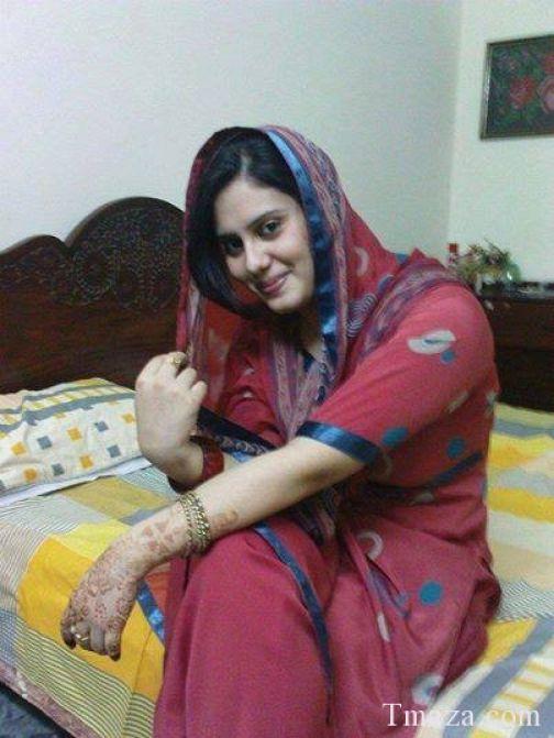 Paki karachi hairy aunty strip and fucked - 3 part 4