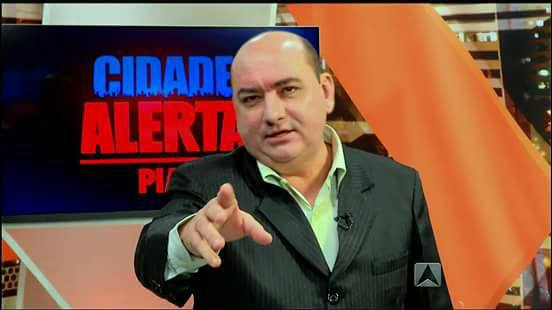 Dos estúdios para as urnas Eleições municipais pode ter apresentador Arnaldo Ribeiro na disputa