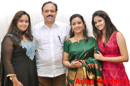 Keerthy Suresh with family