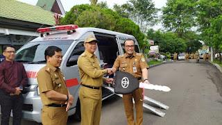 Mudahkan Pelayanan,Pemkot Jambi Berikan Bantuan Mobil Ambulans