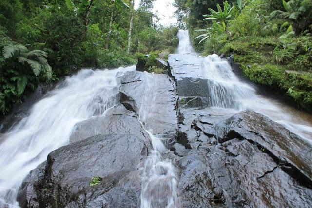 Air Terjun Giri Manik Solo via azwisata.com