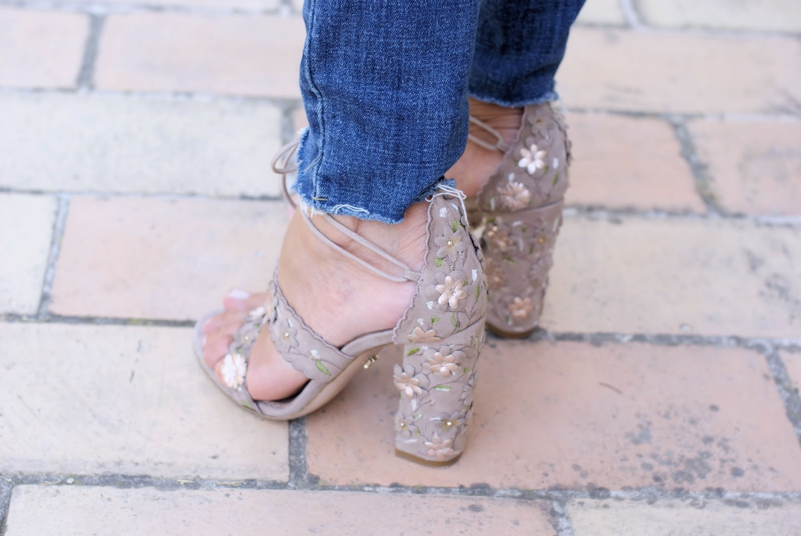Le Silla sandals on Fashion and Cookies fashion blog, fashion blogger style
