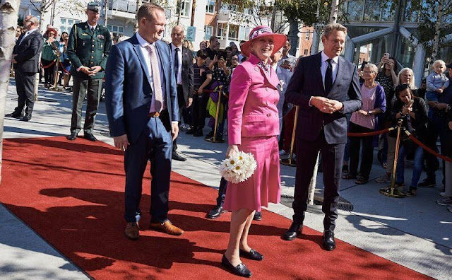 Queen visited the Music House and Bakkeskolen Cosmos and the company VIKING Life-Saving Equipment