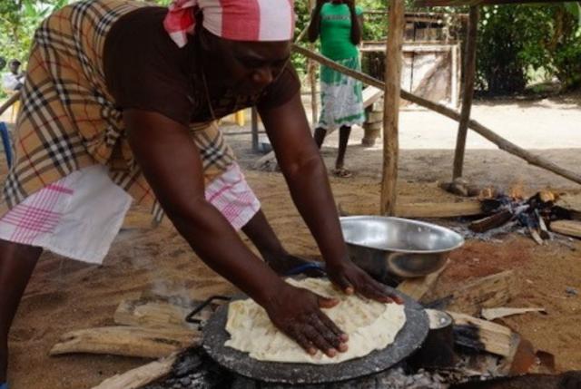 Mulheres que cultivam mandioca no Suriname