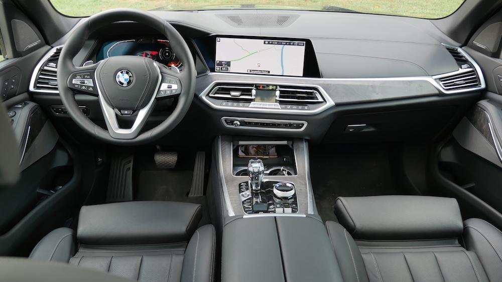 Giá Của Xe BMW X5 Đời Mới 2019 Khi Lăn Bánh Bao Nhiêu tại việt nam cho phiên bản 7 chỗ và 5 chỗ máy xăng 3.0 màu xanh, xe nhập đức phiên bản full option rẻ nhất