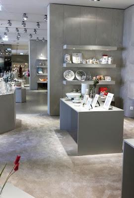 peças de porcelana expostas na loja do Museu da Vista Alegre