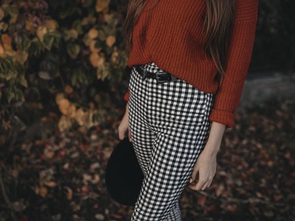 343. Stylizacja: Czerwony sweter i spodnie w kratę + kod zniżkowy do NA-KD
