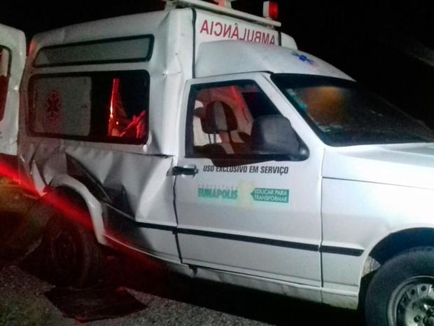 Acidente com ambulância na BR-101 deixa feridos (Foto: Divulgação/PRF)