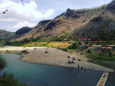 Sungai oya di bawah bukit sri harjo di desa Wisata Srikeminut