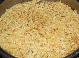 готовый рис обжарить в масле