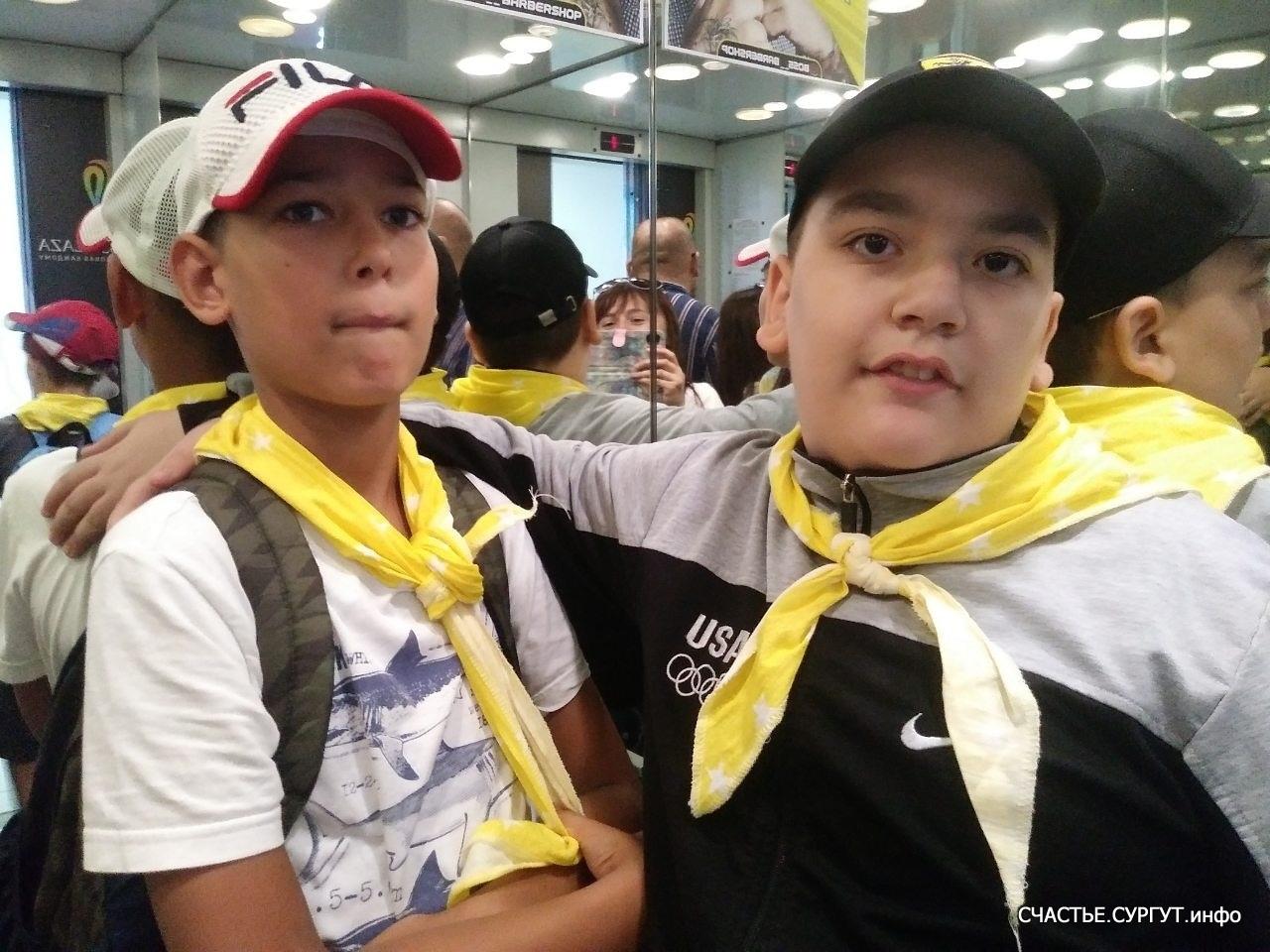 Чтобы научится писать и читать ребята ходят в школу, а к нам они приходят для того, что бы научиться дружить, играть и вести себя в общественных местах.