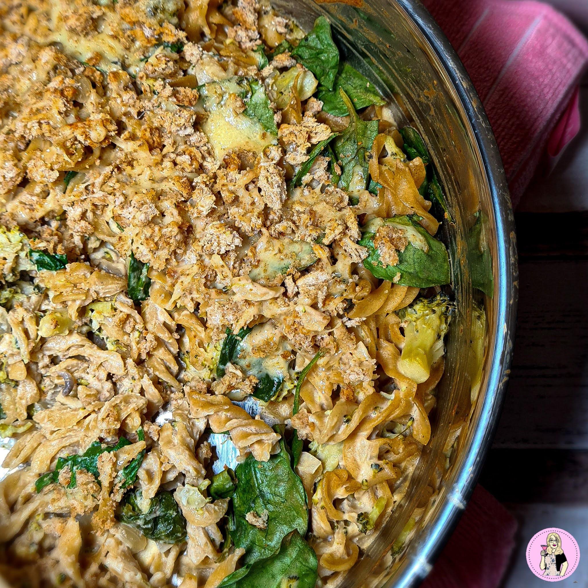 Creamy Spinach & Broccoli Pasta with Garlic & Herb Crumb | Slimming Recipe