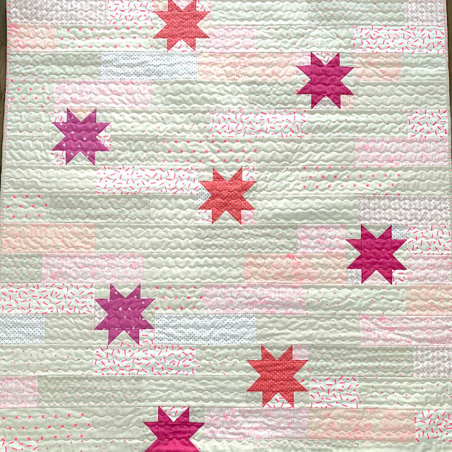 Stellar quit by Heritage Threads found on A Bright Corner - pattern from the Fresh Fat Quarter Quilts Book by Andy Knowlton