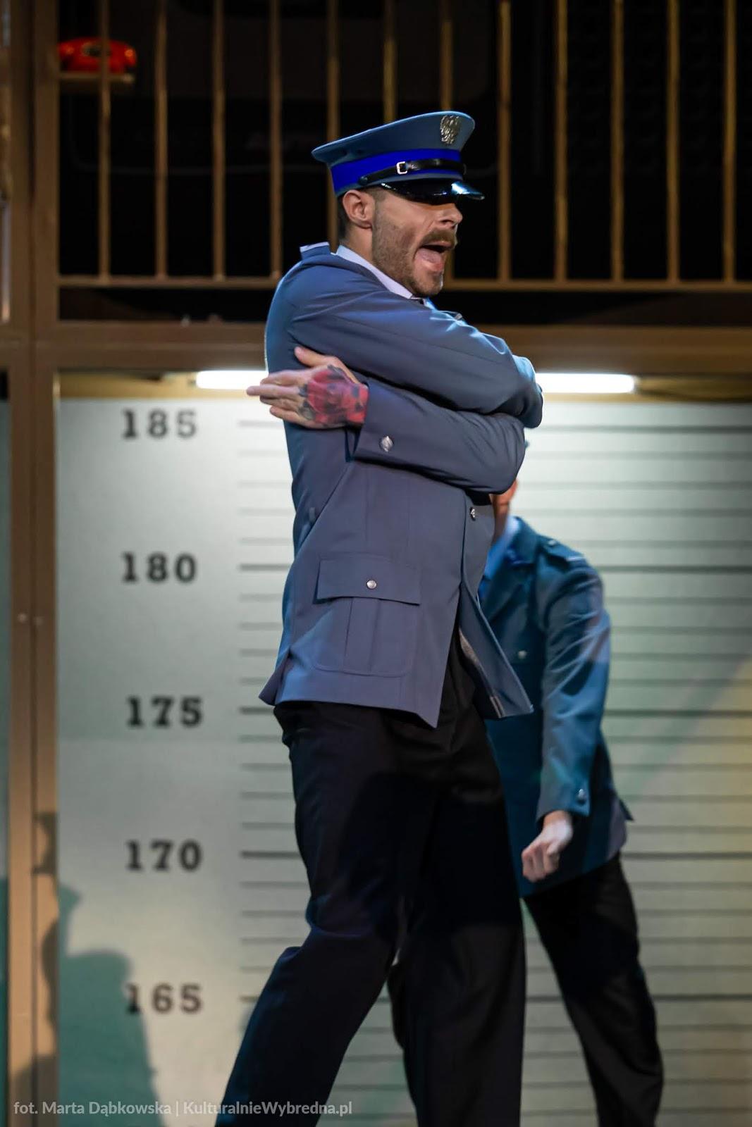 musical Kapitan Żbik i Żółty Saturator Teatr Syrena zdjęcia Łukasz Szczepanik Iga Rudnicka Dariusz Kowalewski