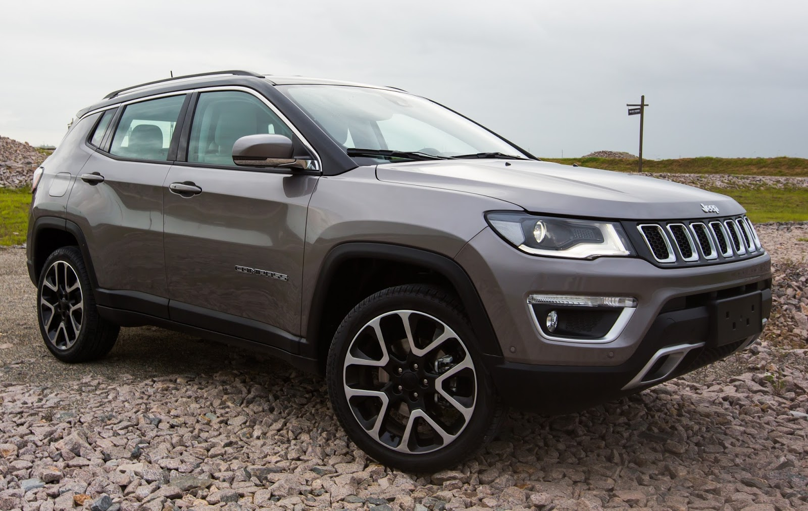 jeep compass 2018 estreia novidades em equipamentos cores e vers es. Black Bedroom Furniture Sets. Home Design Ideas