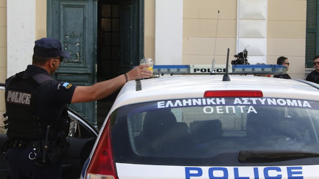 Σε ΡΙΝΓΚ μετατράπηκε σουβλατζίδικο στην Καστοριά – Ο ιδιοκτήτης έδειρε εφοριακούς που πήγαν για έλεγχο
