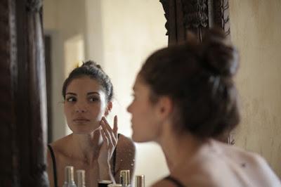 8 Cara Mengatasi Kulit Wajah Kering Dan Mengelupas Secara Alami