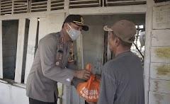 Polres Batang Menyisir Kaum Duafa  Bagikan 170 Paket Sembako